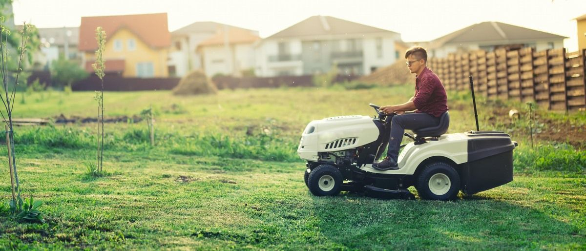 Best Riding Lawn Mowers in 2020 (Comparison Tool & Buying Guide)