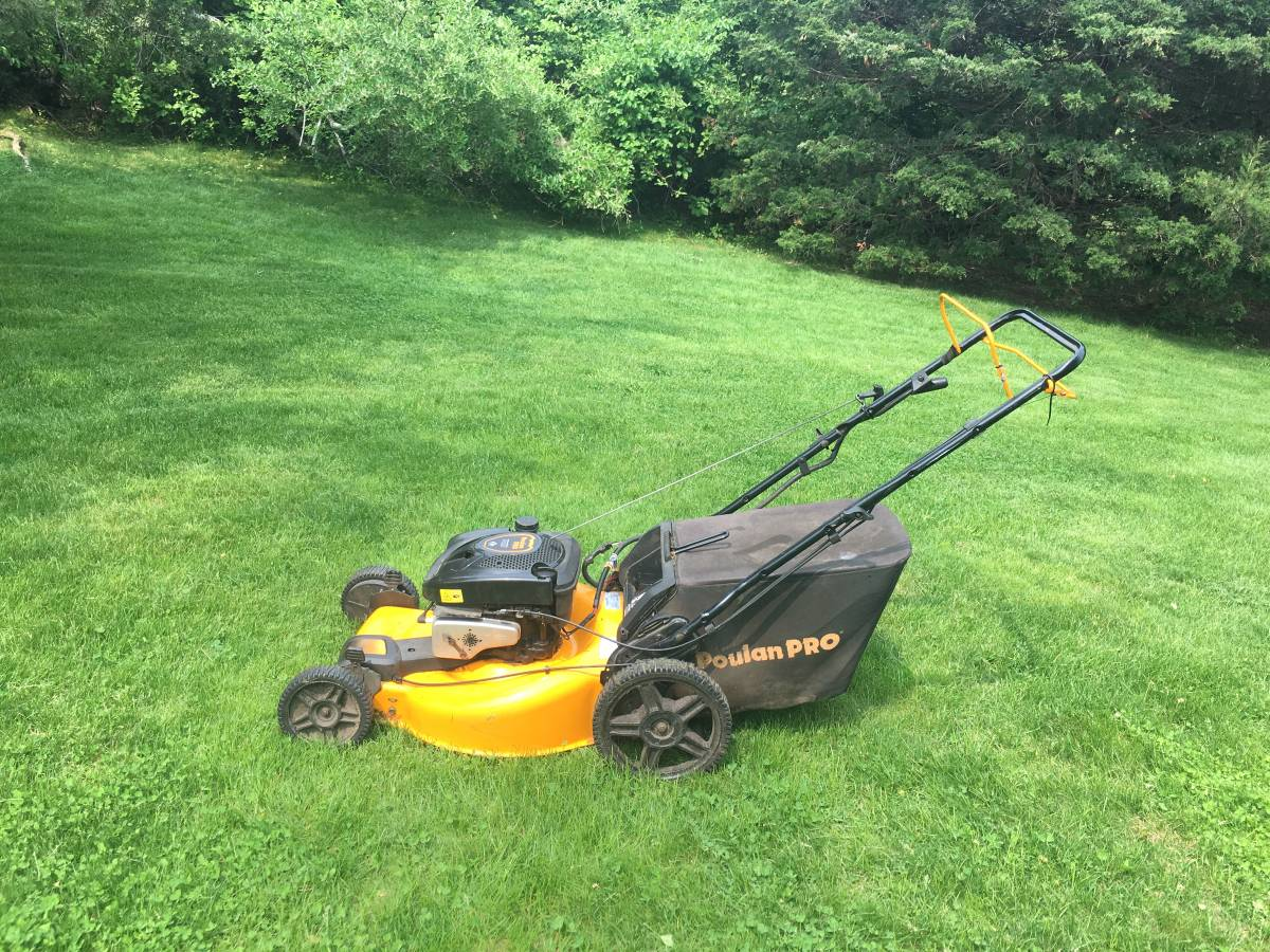 Poulan Pro PR675AWD Review - A four wheel drive gas lawn mower